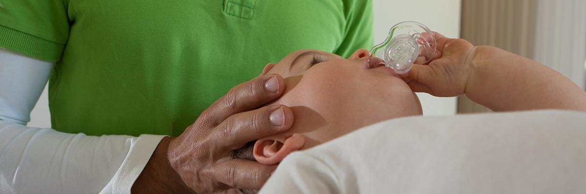 behandlung baby mit schnuller